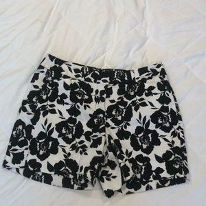 Floral black and white 5 inch short